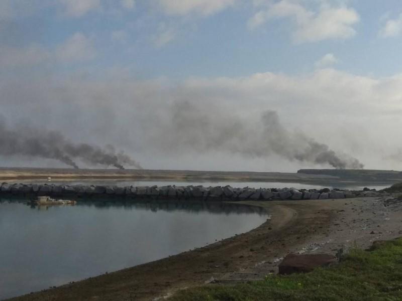 澎湖最北島嶼吉貝嶼,海岸線出現狼煙四起景象。(遊客提供)