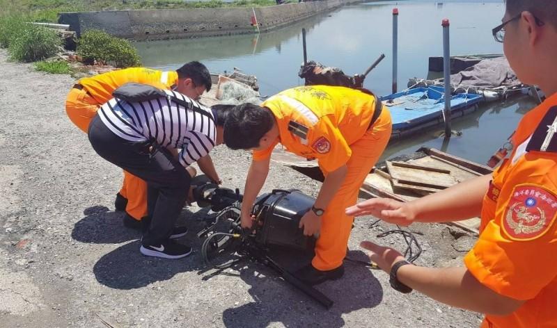 海巡署台南第11岸巡隊查扣竊嫌偷來的漁筏舷外機,漁民大快人心。(記者楊金城翻攝)