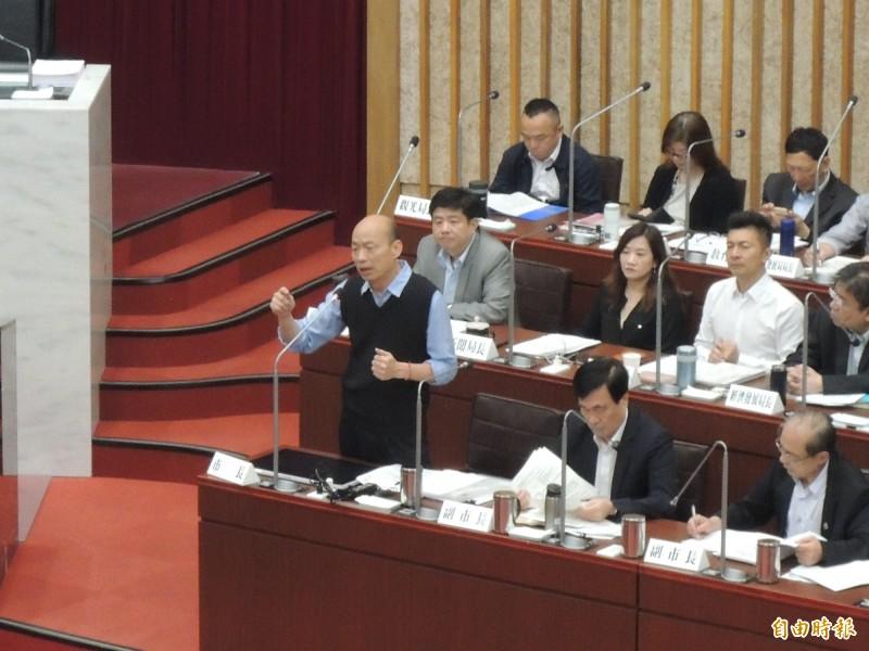 韓國瑜面對陳致中提問逐一回應。(記者王榮祥攝)