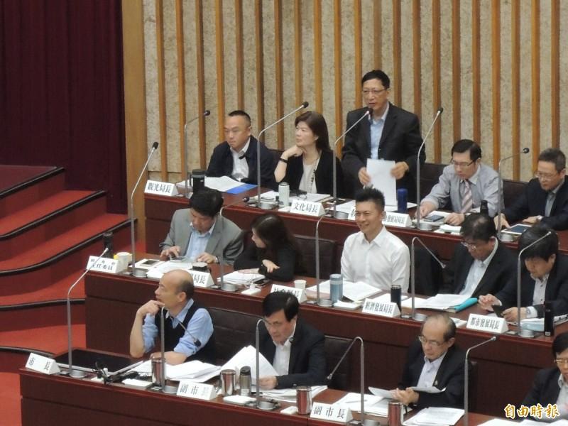 高市教育局長吳榕峰神回陳致中,分機不通、可打他的「手機」。(記者王榮祥攝)