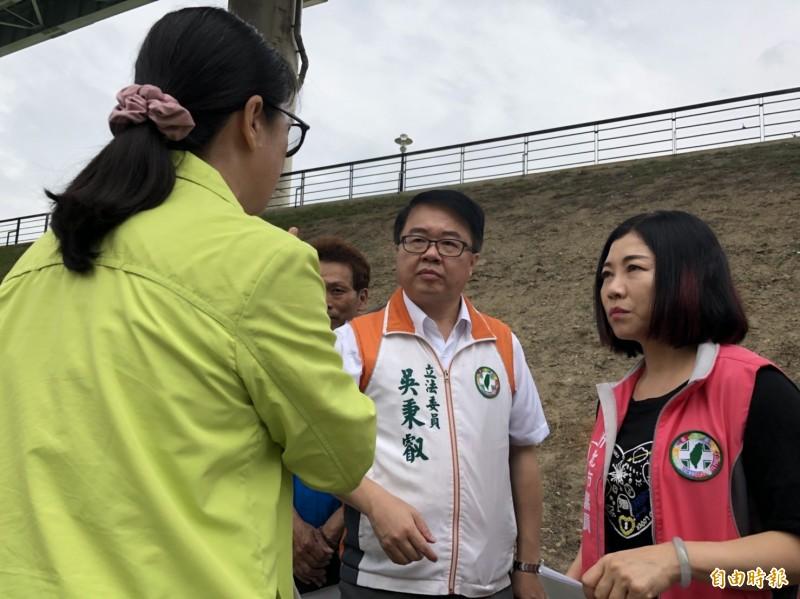 立委吳秉叡和市議員何淑峰今與水利署一同會勘。(記者周湘芸攝)