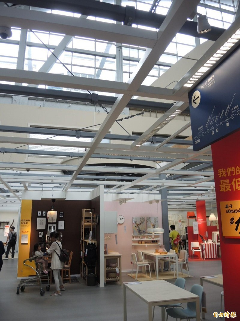 IKEA新店店部分區域挑高18米,並採用自然光,空間感受更開闊。(記者翁聿煌攝)
