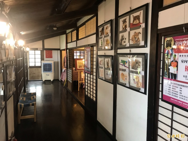 永靖公學校宿舍作為社區教育空間,目前由永靖高工作室内空間設計展。(記者顏宏駿攝)