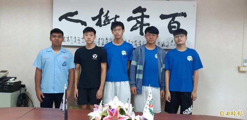 台東高中上榜醫學系或牙醫學系的學生。(記者黃明堂攝)