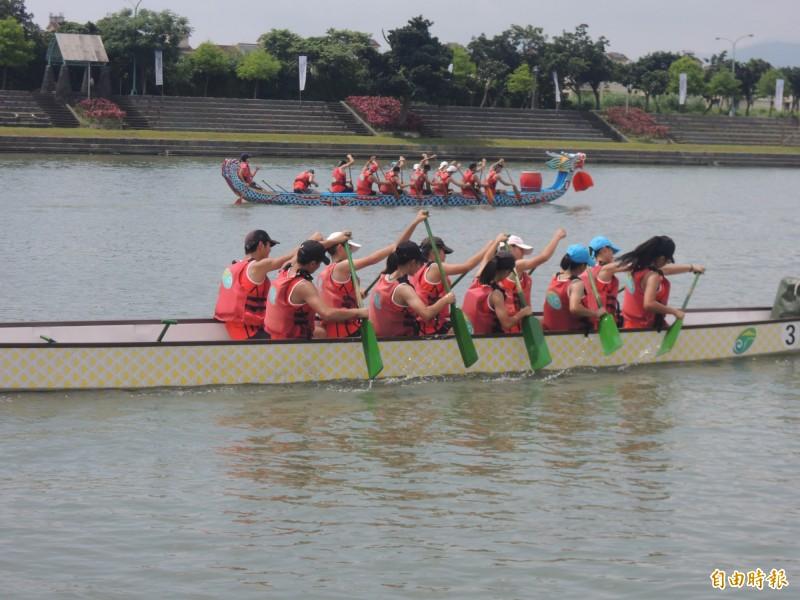 宜蘭縣龍舟錦標賽只有36隊報名,創下近幾年來最少的紀錄。(記者江志雄攝)
