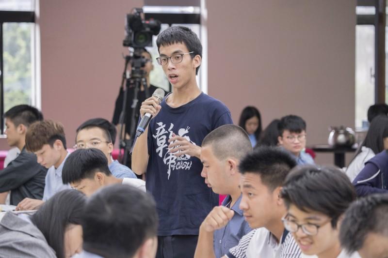 彰中學生陳建穎錄取台大法律系。(彰中提供)