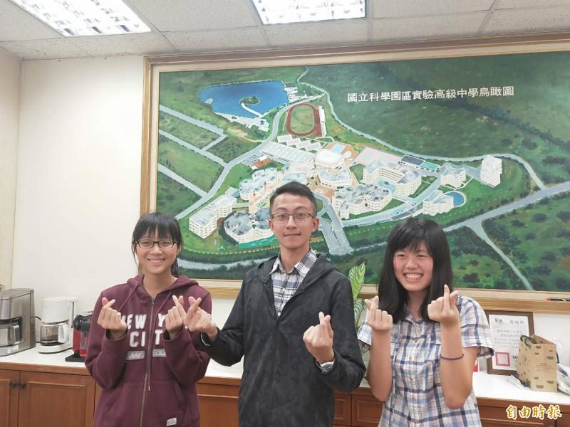 新竹科學園區實驗中學今年大學個人申請結果有9成錄取國立大學,包括台大醫學系和電機系及外文系,學生表現優異。(記者洪美秀攝)