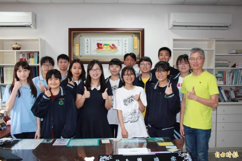 新竹高商今年大學個人申請結果表現不錯,不乏錄取台成清交頂尖大學的學生。(記者洪美秀攝)