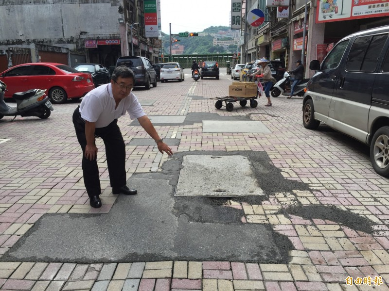 基隆信三路路面很糟,居民罵吵死人(記者盧賢秀攝)