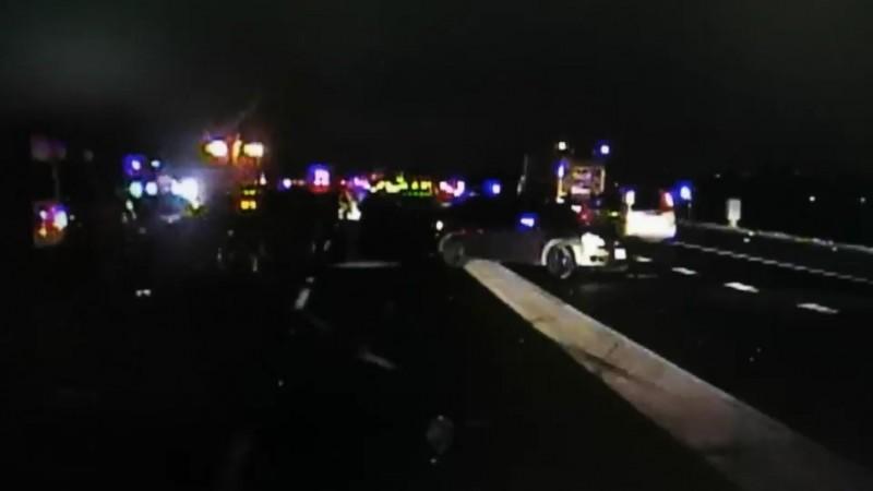 國道1號中山高速公路北上204公里彰化戰備跑道路段,昨天深夜發生3車碰撞的死亡車禍。(圖擷取自民眾提供影像)
