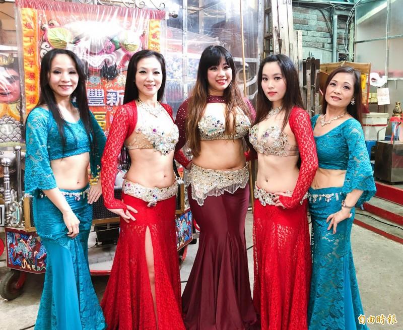 中東肚皮舞團熱情表演。(記者盧賢秀攝)