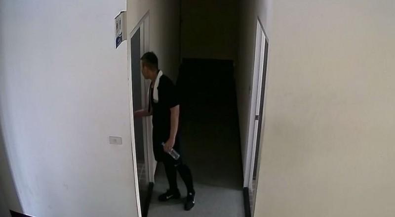 陳男溜進國民運動中心女浴室偷拍,警方循線將他逮捕後依妨害秘密罪嫌將陳男送辦。(記者李立法翻攝)