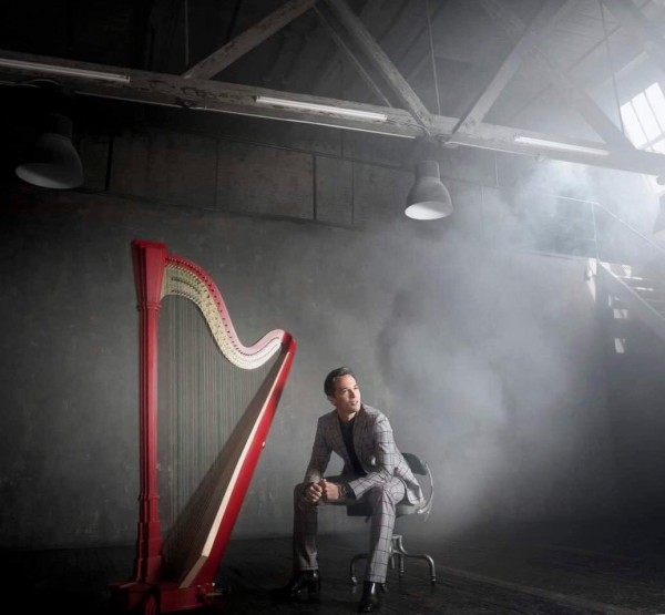 迷倒女粉絲 天才豎琴家艾曼紐賽頌6月再訪台