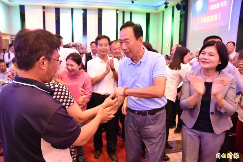 鴻海董事長郭台銘到雲林與地方基層座談,雲林縣長張麗善也出席。(記者黃淑莉攝)