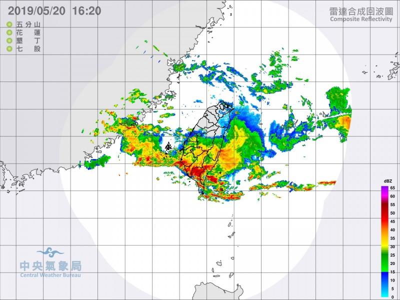 氣象專家表示,因為北方冷空氣勢力較強,導致這波梅雨鋒面移動快速,未釀成太大災害。(氣象局提供)