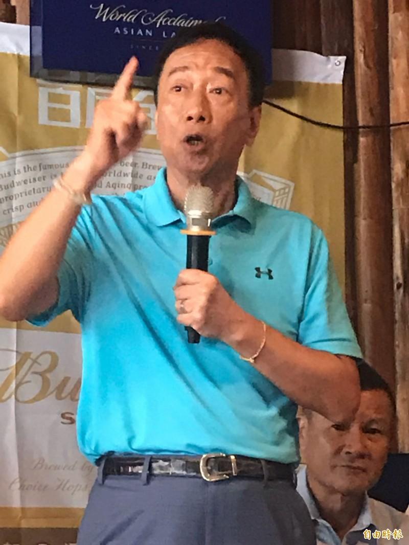 投入國民黨總統初選鴻海董事長郭台銘,走訪桃園連趕4個行程。(記者李容萍攝)