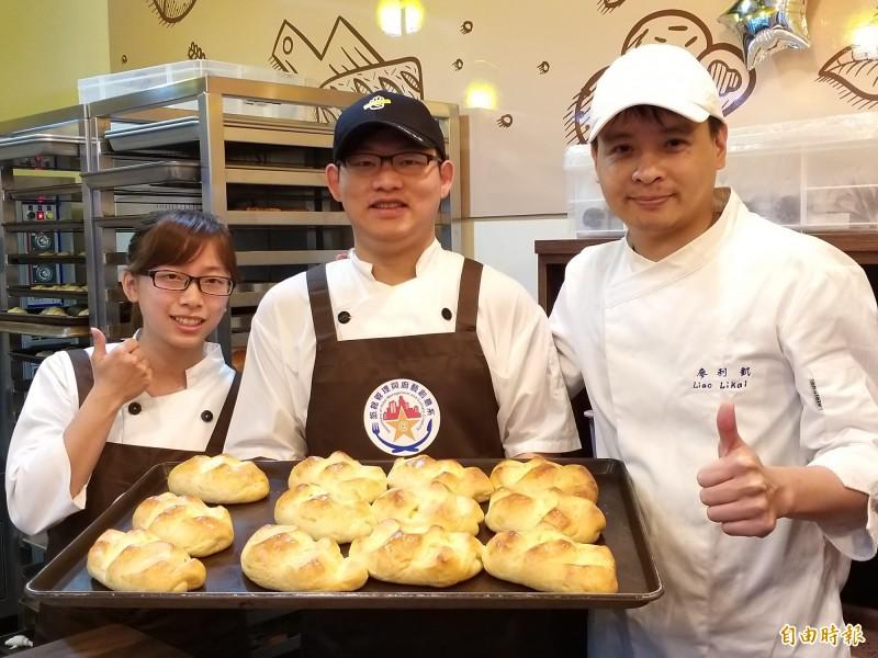 明新科技大學旅館系「@house實習烘焙坊」今天揭幕,希望透過實體店面的運作,讓學生學習從生產到銷售的完整流程。(記者廖雪茹攝)