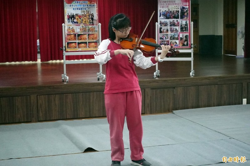 劉倖孜展現音樂天份,是小提琴高手。(記者資料照)
