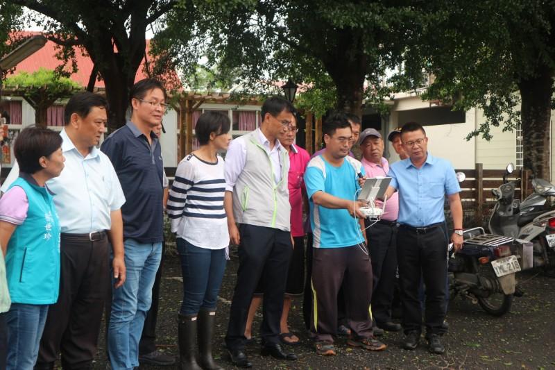 農委會到高雄勘查水稻災情。(農糧署提供)
