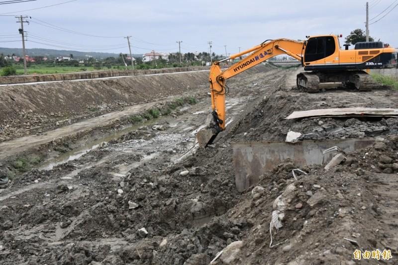 目前七河局在東門溪的整治工程。(記者蔡宗憲攝)