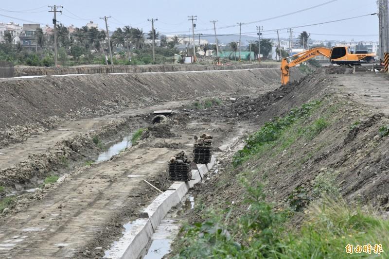 引發衝突的東門溪整治工程地點。(記者蔡宗憲攝)