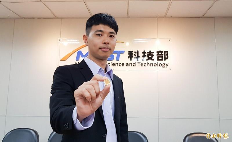 國立成功大學物理系助理教授楊展其團隊,以多鐵性材料鐵酸鉍開發出光控多位元記憶體,楊展其也是系上最年輕的老師。(記者簡惠茹攝)