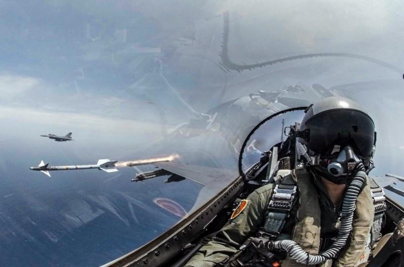 F-16戰機今日發射響尾蛇飛彈。(圖由軍聞社提供)