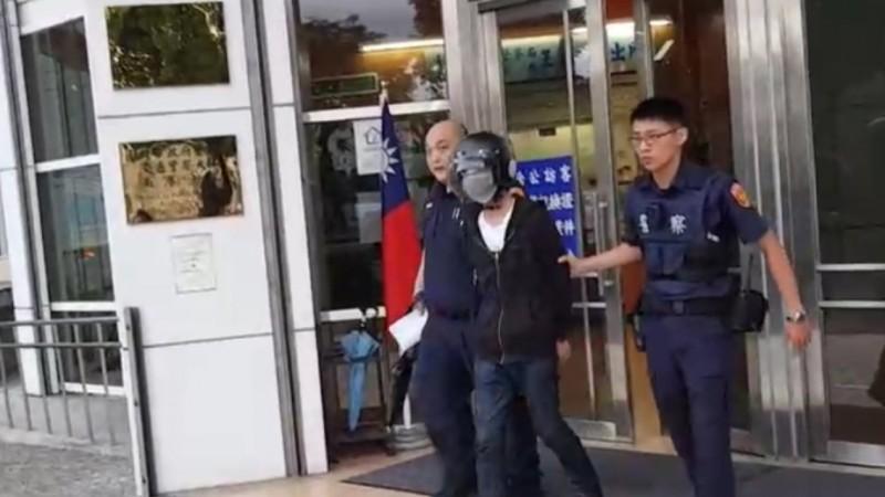 林姓槍手自首後,被警方移送法辦。(記者林嘉東翻攝)