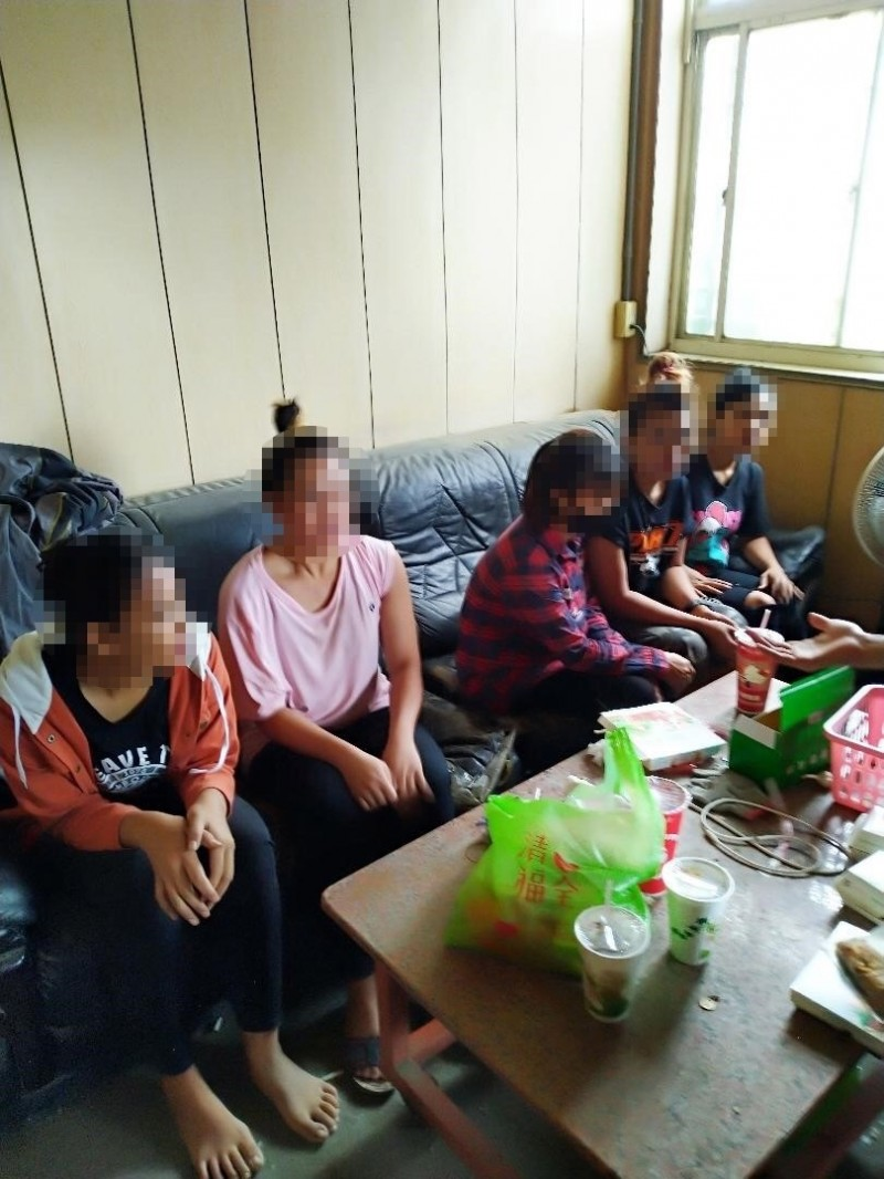 雲林查緝隊查獲5名非法外籍移工。(記者林國賢翻攝)