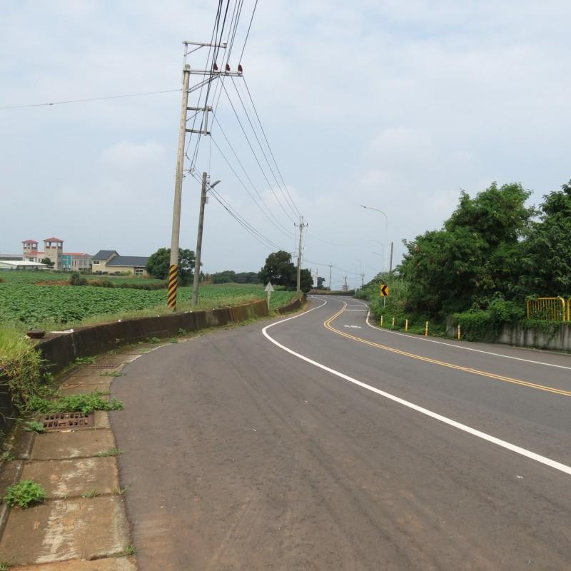 大肚華山路路寬約12至28米且彎曲,日前有人甩尾,遭警方移送。(記者蘇金鳳攝)