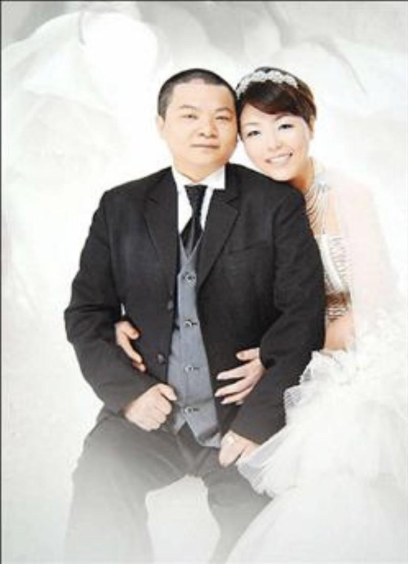 滷蛋、小娟12年前成為台灣第一對雙方父母都出席主婚的同志。(記者蔡淑媛翻攝)