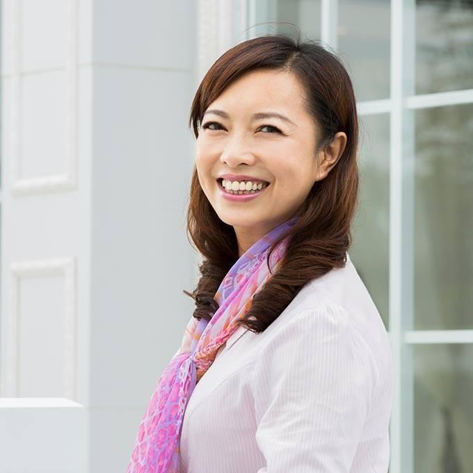 彰化縣議員劉惠娟笑容親切迷人,被癡漢迷上經常以電話、簡訊騷擾。(翻攝劉惠娟臉書)