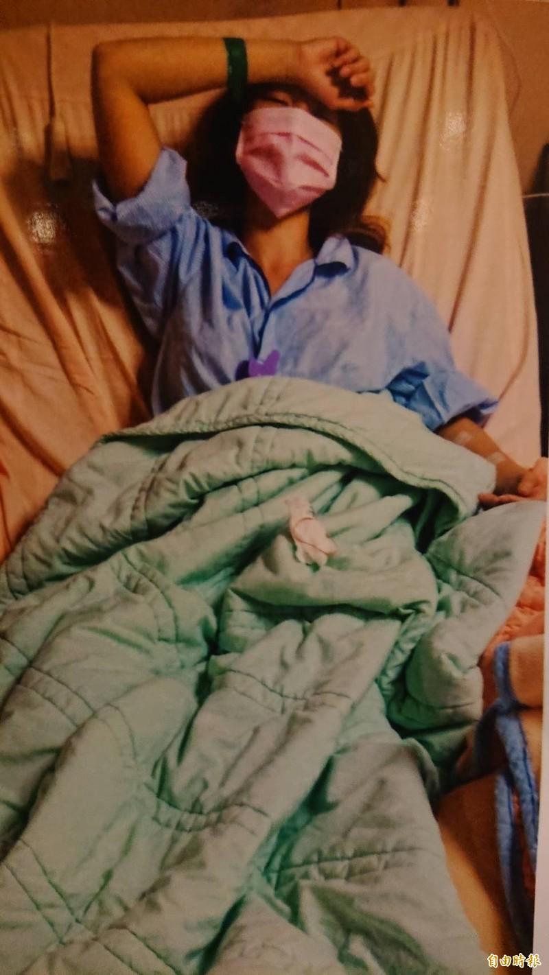 蔡女因為雙腿感染,住院15天。(記者王捷攝)
