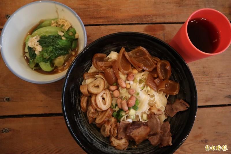 浩川麵食開幕1年多只靠一碗「四川小麵」就累積大量鐵粉。(記者周湘芸攝)