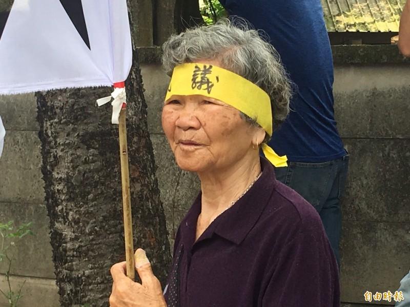 義竹鄉東後寮鄉親抗議台灣糖業公司岸內畜殖場豬屎惡臭味。(記者蔡宗勳攝)
