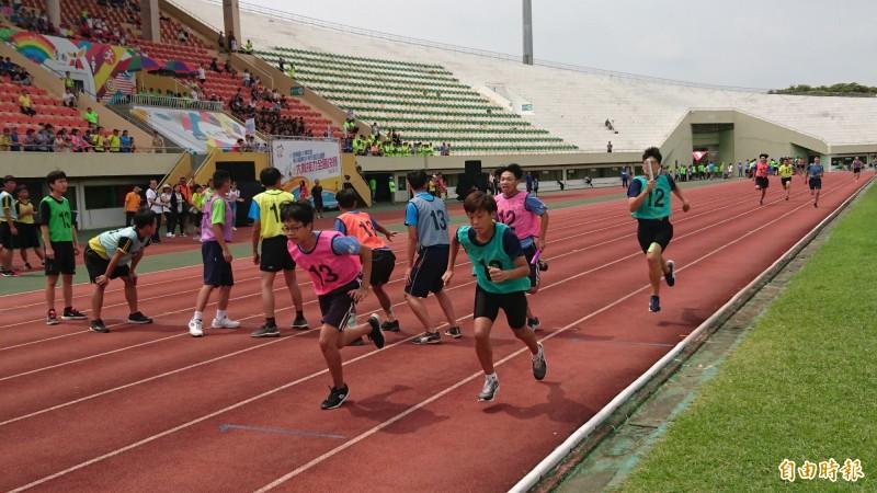 第10屆大隊接力全國決賽比賽激烈。(記者楊金城攝)