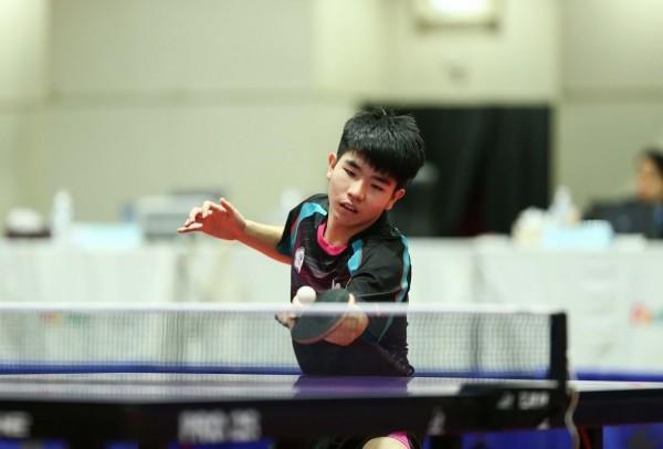 16歲合庫小將黎昕祐,勇奪泰國公開賽21歲組男單冠軍。(取自國際桌總官網)