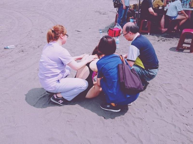 迎向龜山海上長泳活動發生意外後,主辦單位宣布停辦,所有選手強制上岸。(記者張議晨翻攝)(記者張議晨攝)