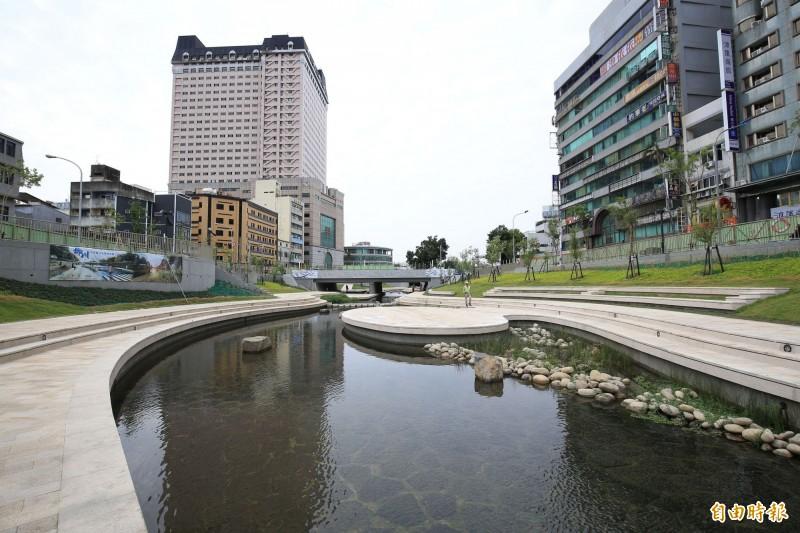 前市長林佳龍申辦2022年世界設計之都,當時市府盤點102項計畫包括推動柳綠川整治等。 (資料照)