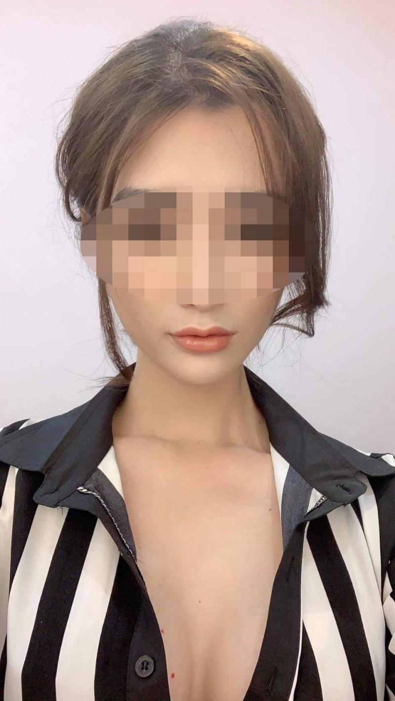 23歲的小曼外型亮麗、身材火辣,女人味十足,沒想到原先竟是男兒身。(記者萬于甄翻攝)
