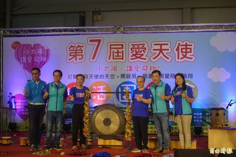 北市國小學生家長會聯合會今與教育局舉辦「愛天使7樂活園遊會」。(記者蔡思培攝)