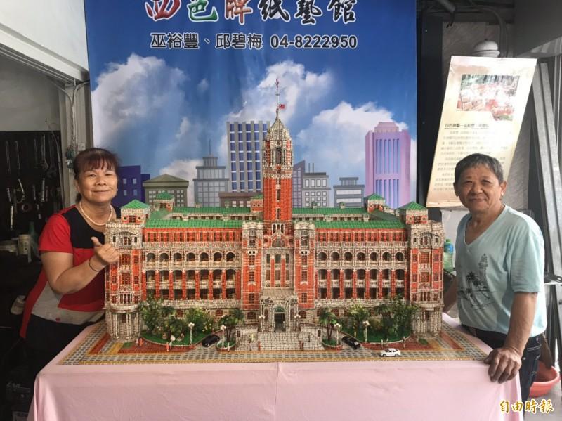 費時2年,以14萬支四色牌打造的「總統府」。(記者顏宏駿攝)