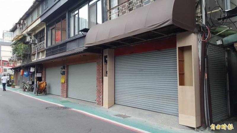 林東芳牛肉麵一度遷到安東街上,如今又匆匆遷走,安東街上還算新裝修的店面已經人去樓空。(記者楊心慧攝)