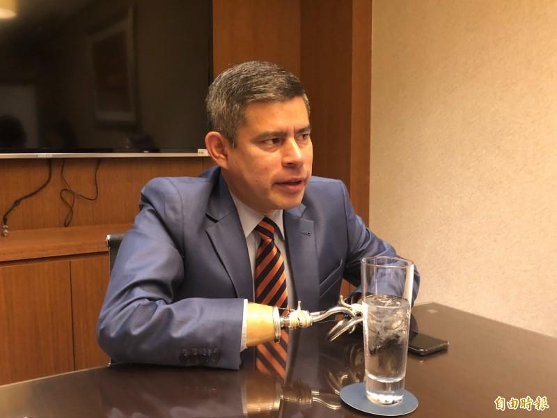 秘魯國會前議長、現任外委會主席卡拉瑞達力挺台灣參與世衛與其他國際組織,近日訪問台灣時接受媒體訪問。(記者呂伊萱攝)