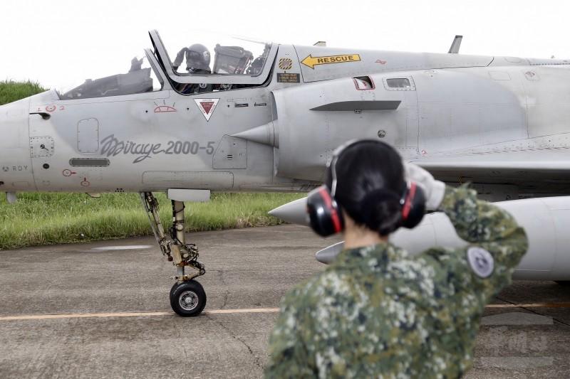 幻象2000戰機進行轉場。(軍聞社)
