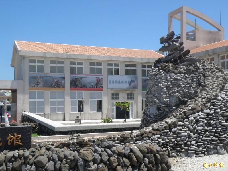 吉貝石滬密度高居世界第一,設立吉貝石滬文化館傳承常民經驗。(記者劉禹慶攝)