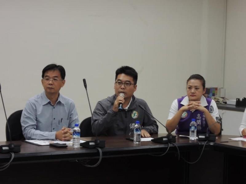 綠營議員邱俊憲和高閔琳齊轟韓國瑜又當「落跑市長」。(記者黃佳琳翻攝)