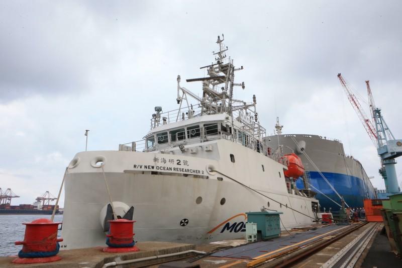 新海研2號正在高雄港區試航,為海洋科學研究新尖兵。(記者洪臣宏翻攝)