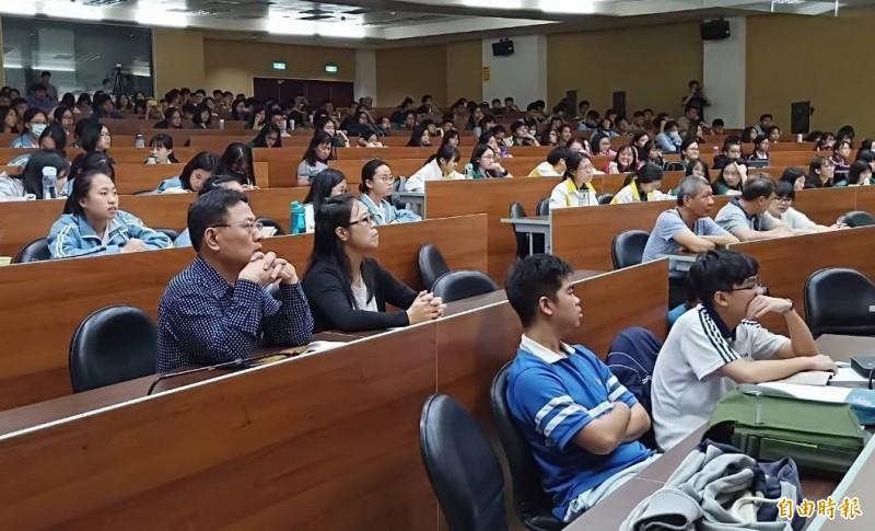 台中一中數理資優班成果發表,吸引多所明星學校參加。(記者蔡淑媛攝)