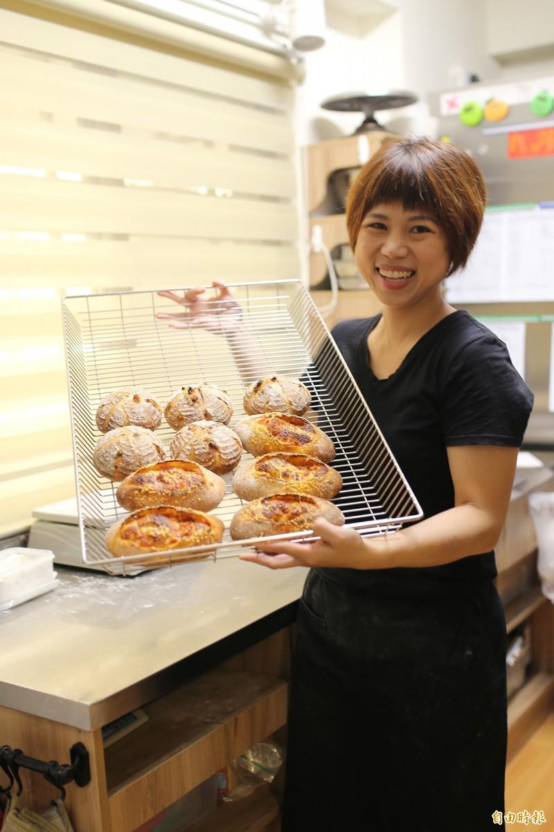台中當舖日友汽車借款分享台中當地新聞微型麵包店,3坪工坊周賣200個麵包。(記者邱芷柔攝)